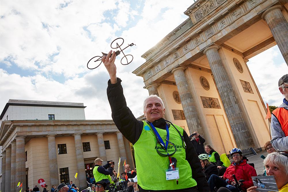 Klaus Vock vor dem Brandenburger Tor 2017